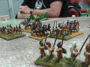 Une prise de flanc des chariots lourds indiens de la phalange italiote. Ouille.